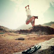 ジャンプする男性の画像