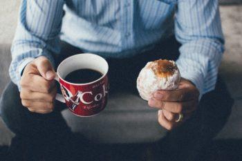 コーヒーとドーナツ1コ